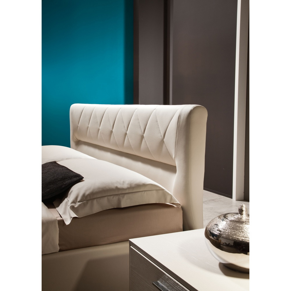 Photos 2: Mab Bed a square and half bed QUEEN
