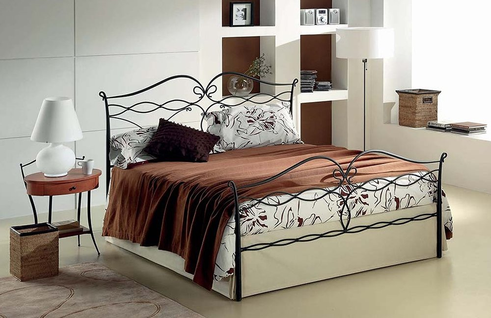 Photos 1: Target Point Double bed in iron LUCY