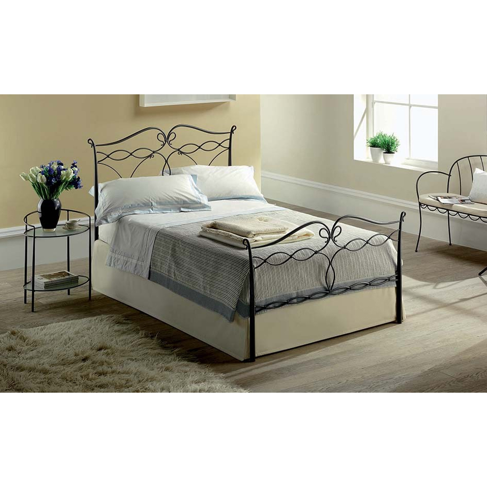 Photos 1: Target Point Bed a square and half in iron LUCY