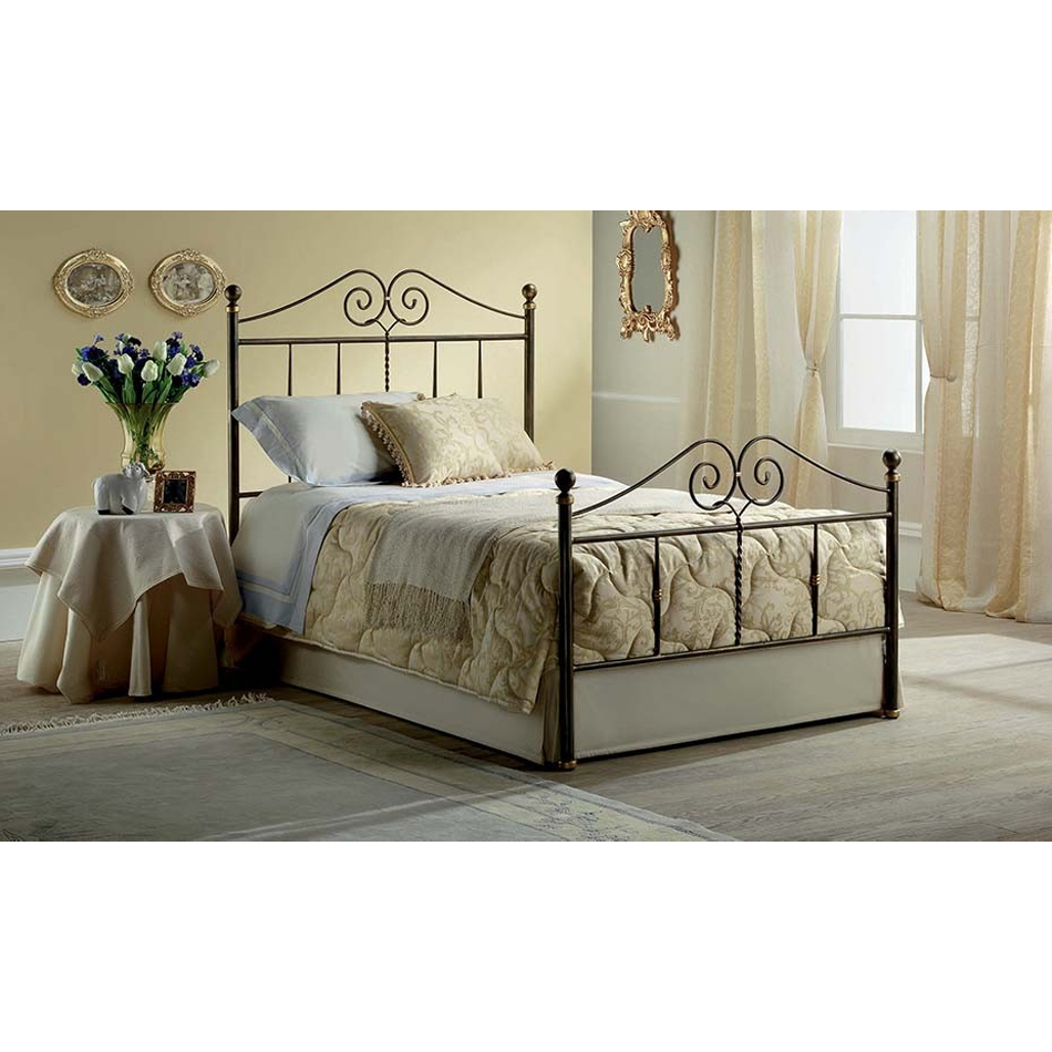 Photos 1: Target Point Bed a square and half in iron KATHERINE